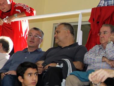 Escane, en el palco del 'Guillermo Molina', viendo un partido del Ceutí FS