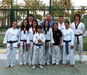 Los representantes ceutíes que van a acudir al Nacional, junto al presidente de la Federación de Taekwondo de Ceuta