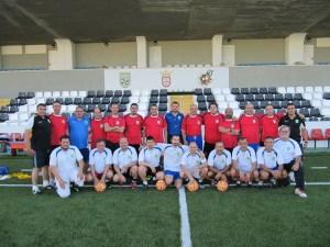 Los alumnos del Curso de Entrenadores Nacional posan en el estadio Alfonso Murube