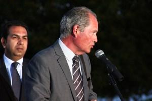 Joe Hernández, dirigiéndose a los asistentes al acto de clausura de los Juegos de Ceuta 2013