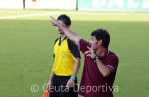 Asián, dando instruciones a Jorge antes de incorporarse al partido