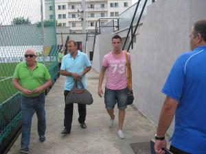 Andrés Salas llegó al estadio acompañado por José Antonio Asián y Pepe Gil