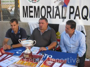 Francisco Galán Díaz 'Paquirri' junto a Javier Castillo y Luismari Fernández en la presentación del trofeo