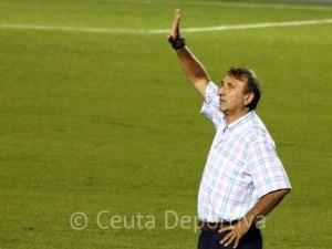 José Antonio Asián, en su estreno en el banquillo local del estadio Alfonso Murube