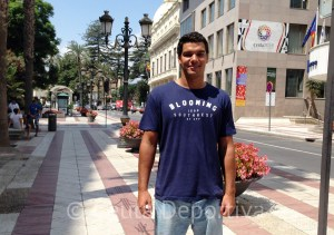 Vicente Matoso, recién llegado de Hungría, este miércoles en la Avenida Alcalde Sánchez Prados