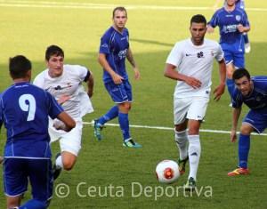 El lateral derecho valora el inicio de Liga con dos victorias ante el CD Alcalá y el Recre B
