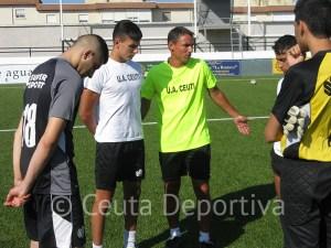 Juanma espera que sus jugadores aprendan la lección en las jugadas a balón parado