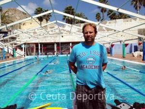 Sergio Aguilera, en el CN Caballa, dirigiendo uno de los entrenamiento de pretemporada del equipo absoluto masculino