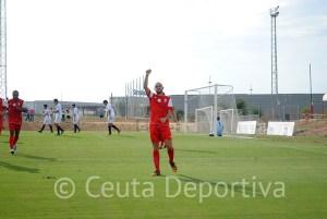 Antonio Prieto celebra uno de sus goles del sábado ante el filial sevillista