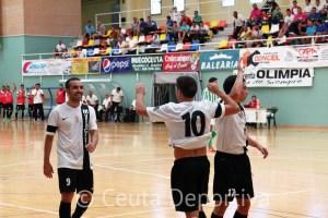 Los jugadores del Ceutí FS celebran uno de sus goles ante el líder
