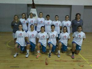 Formación del UB Ceuta con la delegada Lorena y la entrenadora Alicia Sánchez que debutó en la Copa Andalucía A