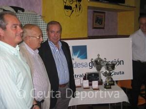 La Federación de Balonmano de Ceuta completó la entrega de trofeos de la temporada 2012-2013 con la Liga Endesa