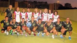 Las selecciones masculina y femenina de Ceuta, posando en las pistas del Parque Marítimo