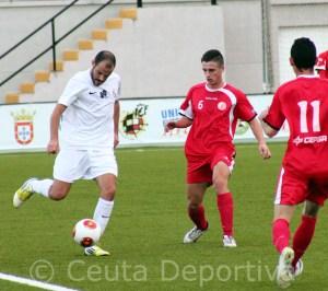 El Ceuta se ha quedado bajo mínimos tras la salida de tres de los jugadores foráneos