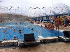 Los cadetes del CN caballa y el Real canoe, en la piscina del club madrileño