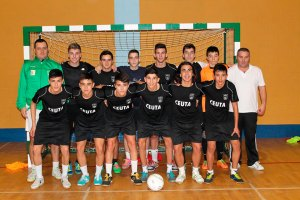 Manuel Casas (arriba a la izquierda) está trabajando con 13 jugadores de cara al Nacional