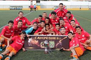 El Ramón y Cajal posa con el trofeo de campeón de la liga de fútbol juvenil