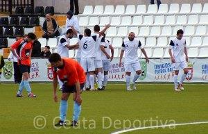 Los jugadores del Ceuta celebran el segundo gol ante la Lebrijana en la última jornada