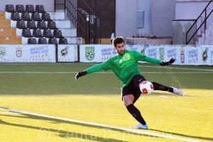 Pablo Antón golpea el balón desde su portería en un partiod de esta temporada en el Murube