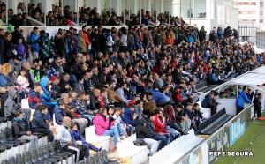 Aficionados de la AD Ceuta FC, en la grada de Tribuna del estadio Alfonso Murube