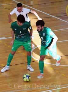 Dani Ramos, a la derecha, durante su visita con el UMA Antequera a Ceuta esta temporada