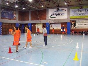 El programa de tecnificación de baloncesto ha dado comienzo en el pabellón Antonio Campoamor