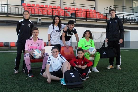 Imagen de las nuevas equipaciones que lucirán los equipos ceutíes / Foto: FFCE