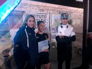 La gerente del ICD, Araceli García, con los ganadores del pasado año: Ana Erika Rodulfo y Bilal Marhoum