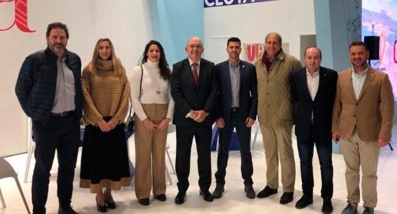 Directivos de la FTC y de la RFET, junto a representantes de la Ciudad, este jueves en FITUR