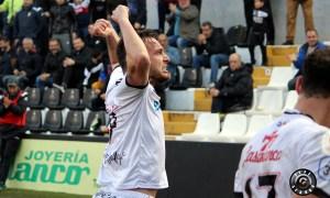 David Camps celebra con rabia uno de sus goles ante el Utrera