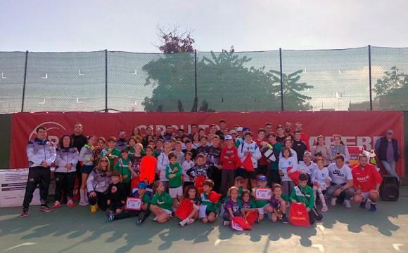 Foto de familia de algunos de los participantes en el torneo