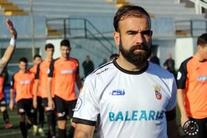 Víctor González, saltando al terreno de juego en el partido del domingo ante la UB Lebrijana