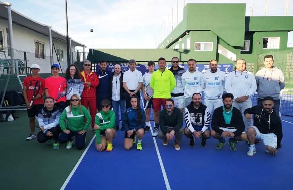Javier Soler, con responsables de la Federación de Tenis de Ceuta y los técnicos ceutíes