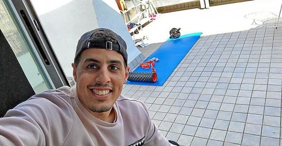 Hamza Maimon intenta mantener la forma en casa