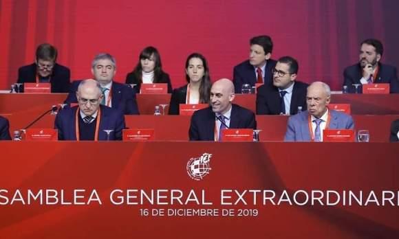 Rubiales, en el centro, durante la Asamblea General Extraordinaria del pasado mes de diciembre