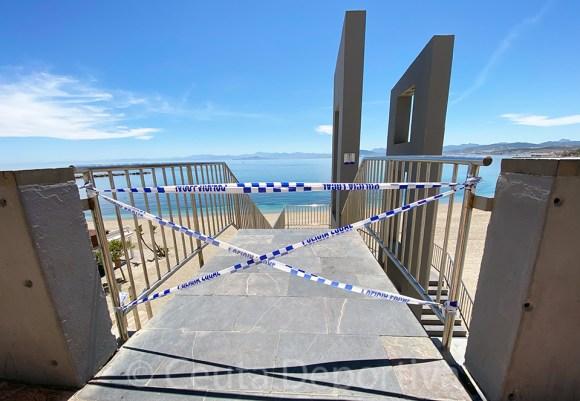 Acceso clausurado a la playa de La Ribera, este sábado