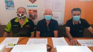 De izquierda a derecha, el secretario, el presidente y el vocal de la mesa electoral de Ceuta