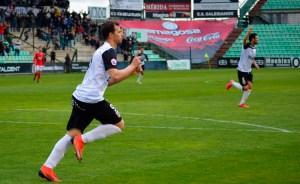 Espinar celebra un gol con el Mérida