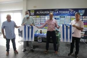 Carlos Lamorena -segundo por la izquierda- en su presentación como director deportivo del Alhaurín de la Torre