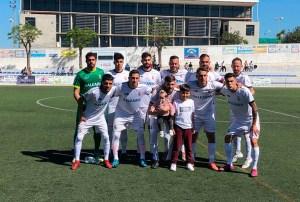 Formación de la AD Ceuta FC en su última visita al 'Pérez Ureba' de Conil