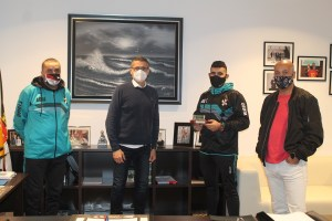 Los responsables de la AUGC, durante su visita a la FFCE / Foto: FFFCE