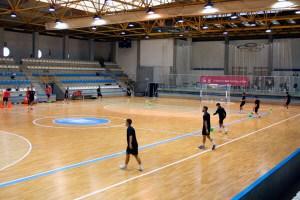 Jugadores del Santiago Futsal, ejercitándose en el pabellón 'Santa Isabel'