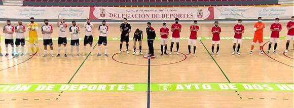 Los dos equipos, sobre el parqué del 'Francisco de Dios Jiménez' de Dos Hermanas
