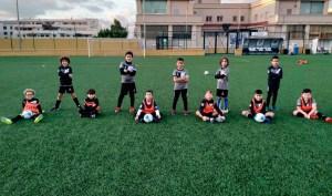 Un grupo de alumnos de la Escuelas de la FFCE, en el José Martínez 'Pirri' / Foto: FFCE