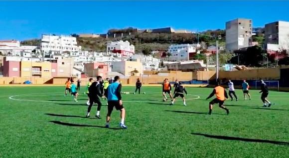Imagen del primer entrenamiento de la AD Ceuta FC en 2021, este sábado en el 'Pirri'