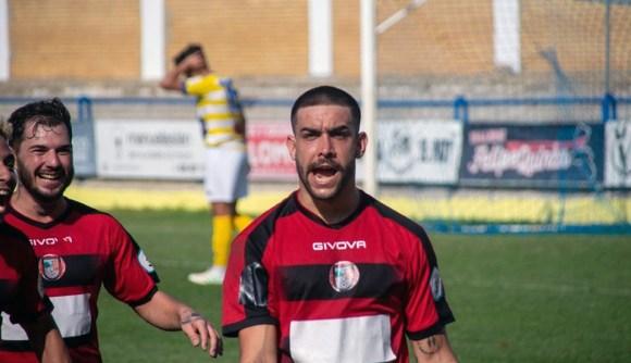 Dani Muñoz celebra uno de los dos goles que ha marcado este temporada con el Gerena
