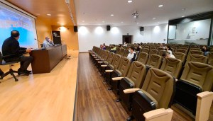 Un momento de la reunión mantenida este jueves en la Ciudad del Fútbol de Ceuta / Foto: FFCE