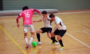 Una imagen del partido de la primera vuelta, que acabó con empate a tres en el 'Guillermo Molina'