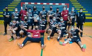 Los jugadores del Ramón y Cajal celebran su victoria ante el San Fernando