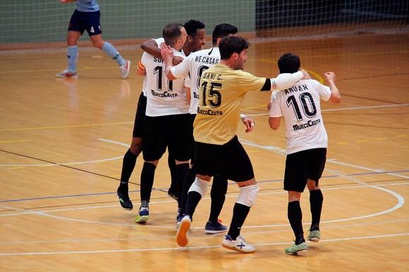 Jugadores de la UA Ceutí celebran uno de sus goles del pasado sábado ante el CD El Ejido / @javivereda